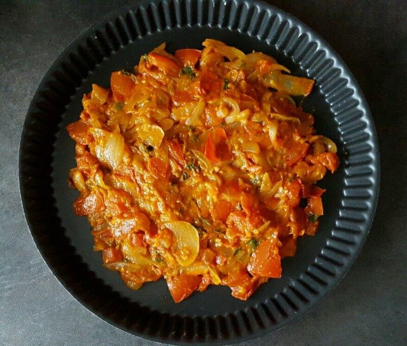 Recette tarte renversée aux tomates et oignons déposez le mélange dans un moule à tarte