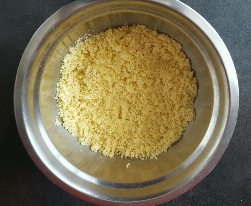 Recette harcha moelleuse au lait enrobez la semoule avec le beurre et l'huile