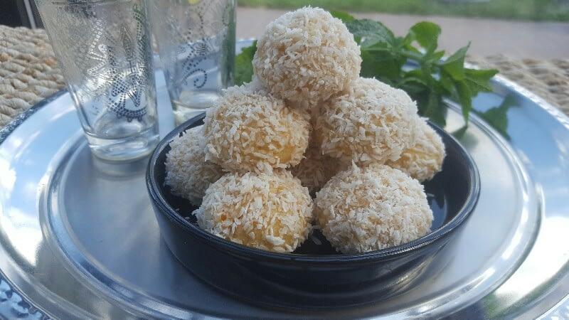 Boules de noix de coco moelleux à la confiture d'abricot bio