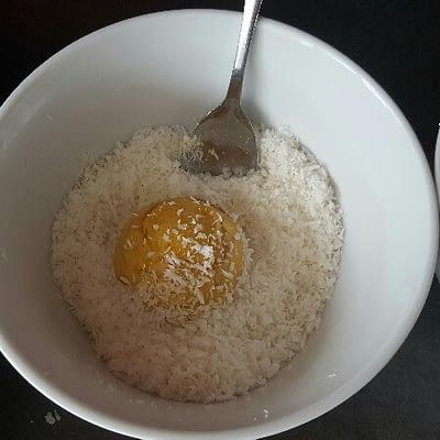 Recette boules de coco bio placez les dans la noix de coco