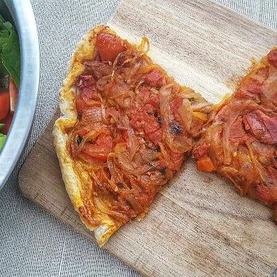 Tarte renversée aux tomates et oignons aperçu